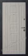Белые входные двери в квартиру