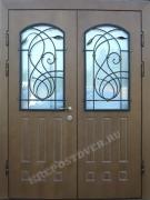 Входные двустворчатые двери со стеклом